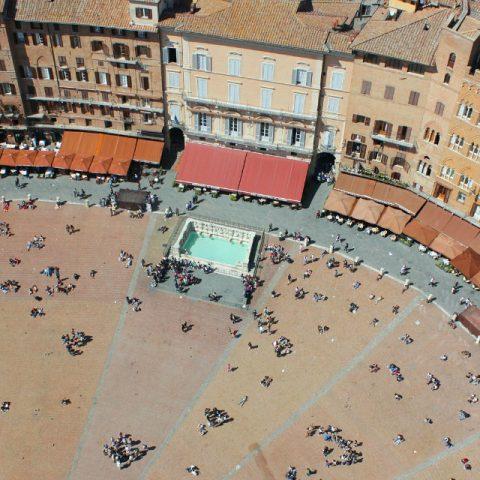 Il centro storico di Siena e le pietre incise