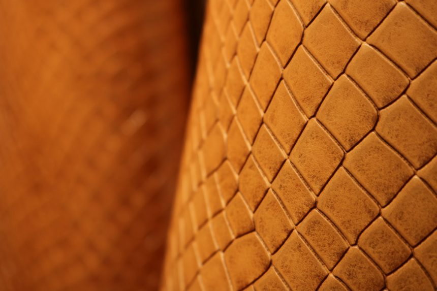 Vegetable tanned leather, a natural material for a sustainable fashion